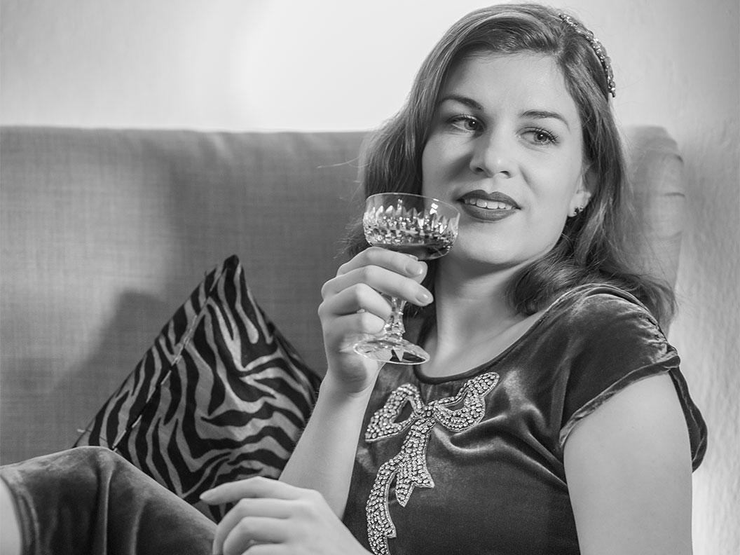 RetroCat lässt bei einem Drink den glamourösen Sonntag ausklingen
