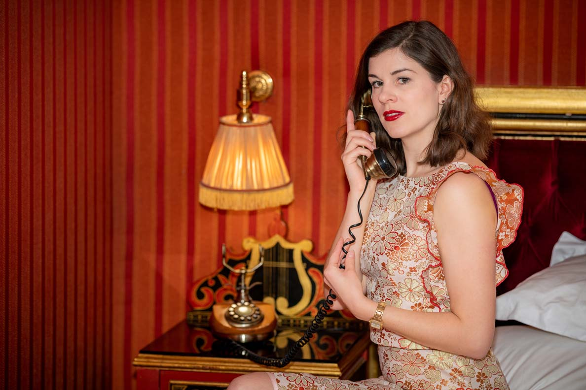 RetroCat beim Telefonieren mit den Liebsten