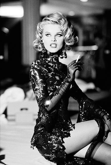 Eve Herzegova fotografiert von Ellen von Unwerth für Thierry Mugler