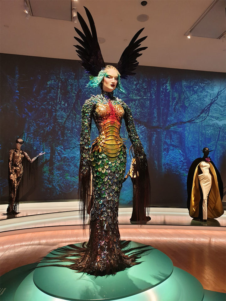 A Thierry Mugler outfit like out of another world at the Kunsthalle München