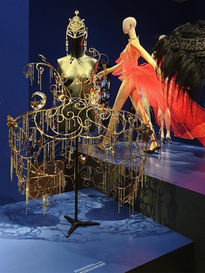 Ausstellungsstücke bei Thierry Mugler. Couturissime in der Kunsthalle München