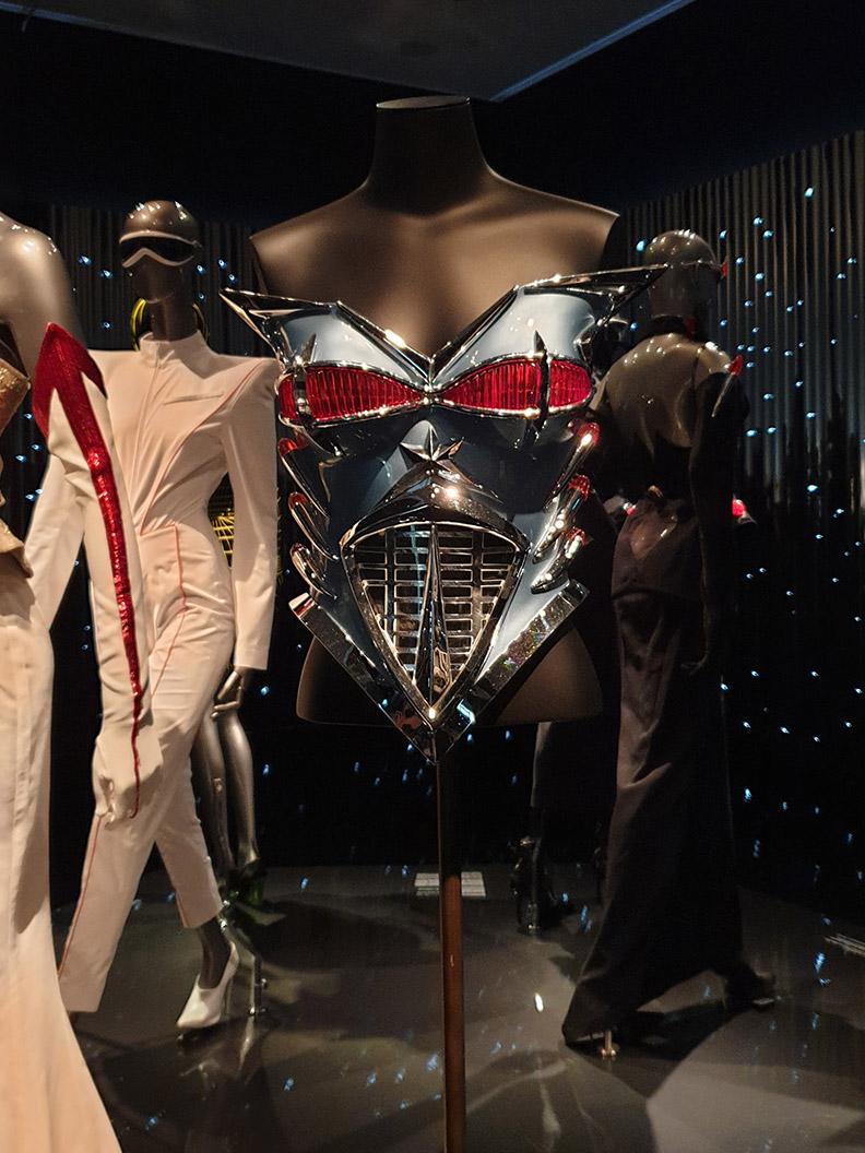 RetroCat auf der Thierry Mugler Ausstellung: Akt I - Fembots