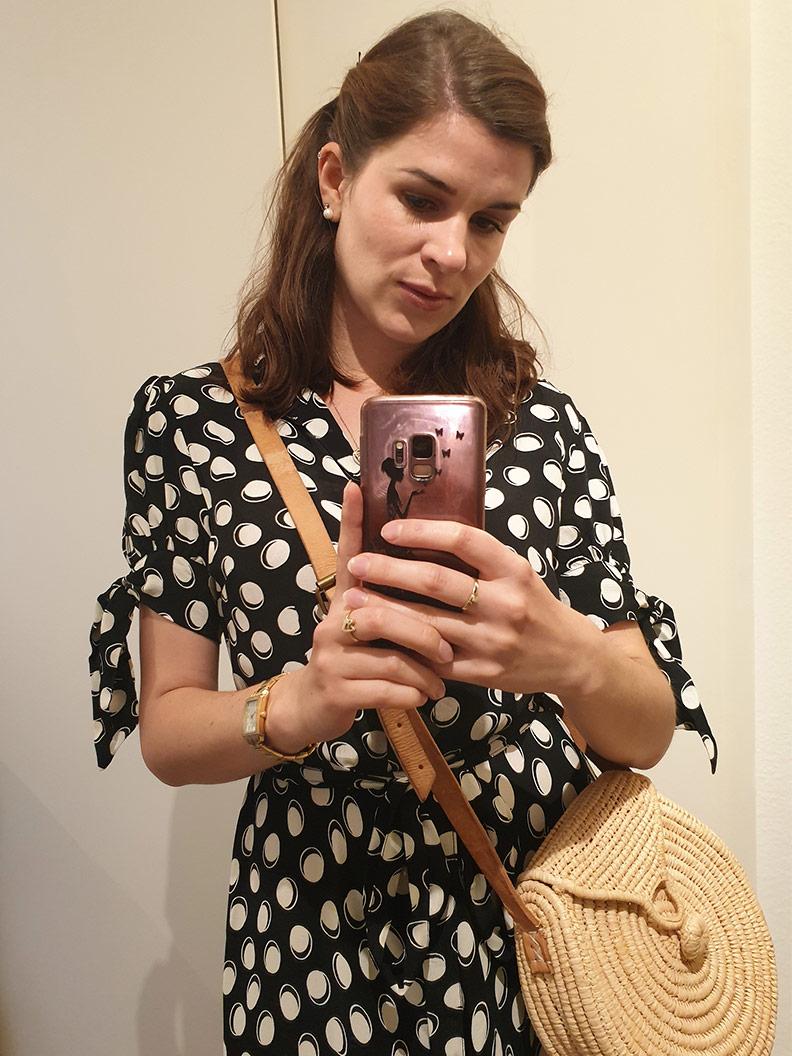 Spiegelselfie: RetroCat mit einem Sommerkleid von The Seamstress of Bloomsbury