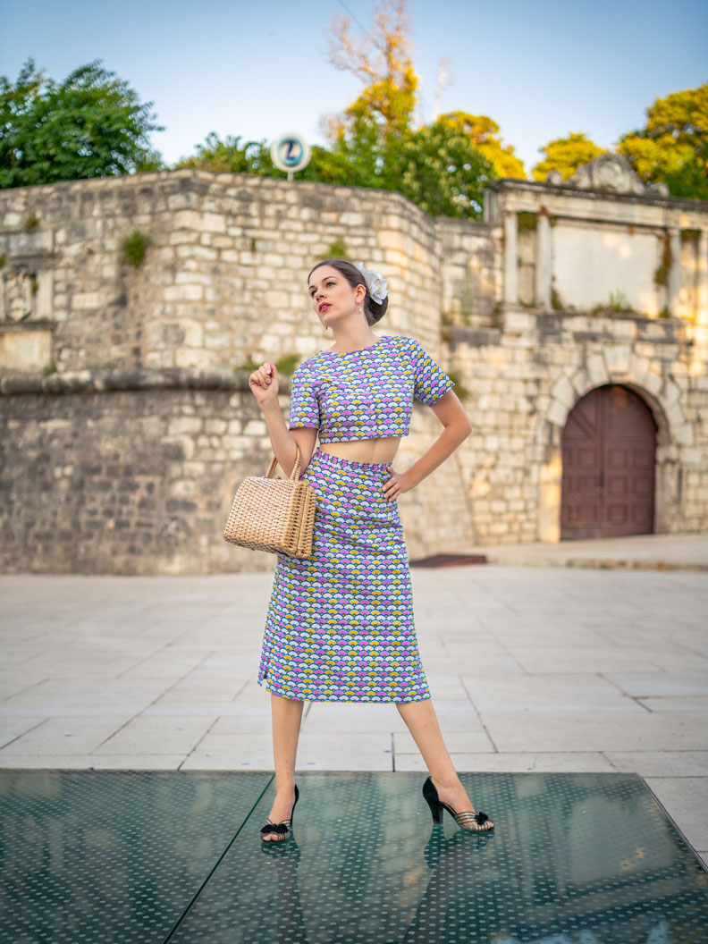 RetroCat wearing a crop top and midi skirt with a cool 60s print by Grünten Mode
