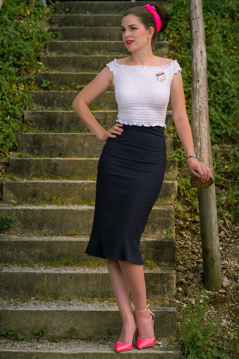 How to style crop tops: RetroCat with pencil skirt and a white top