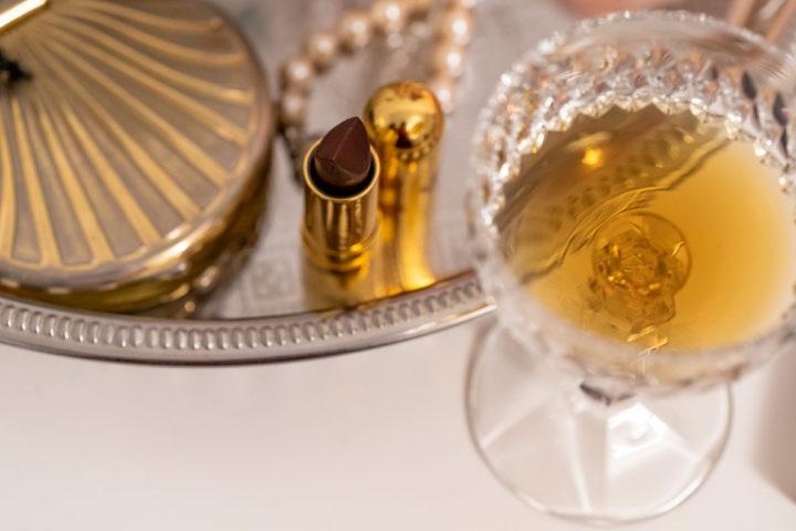 Ein stilvolles Cocktailglas aus dem 20. Jahrhundert