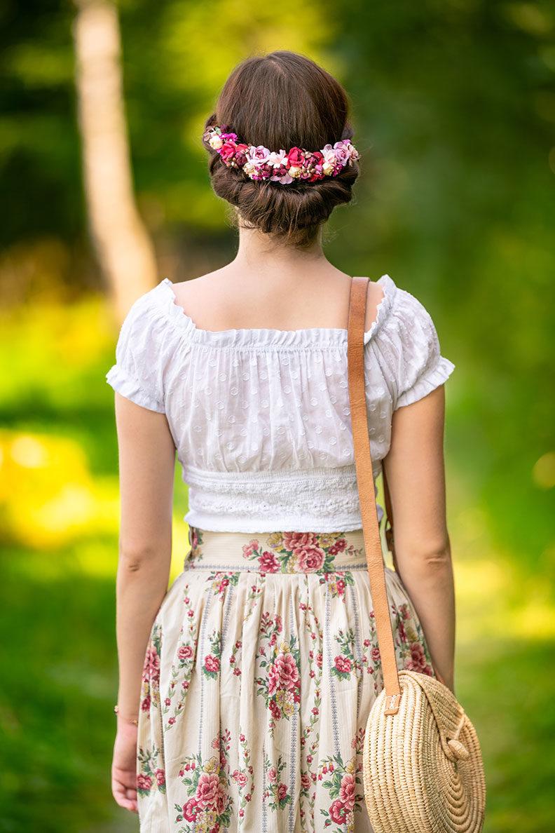 Hairflowers for late summer: RetroCat wearing hairflowers by Schönes Fräulein