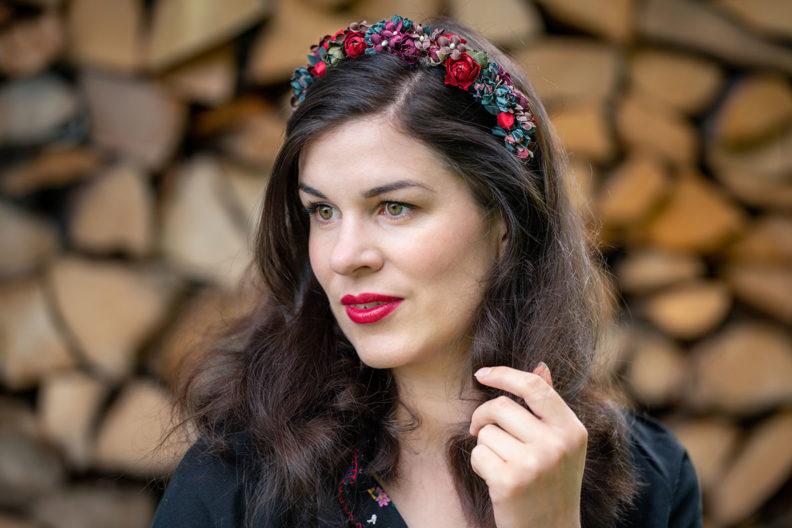 RetroCat wearing a flower crown by Schönes Fräulein