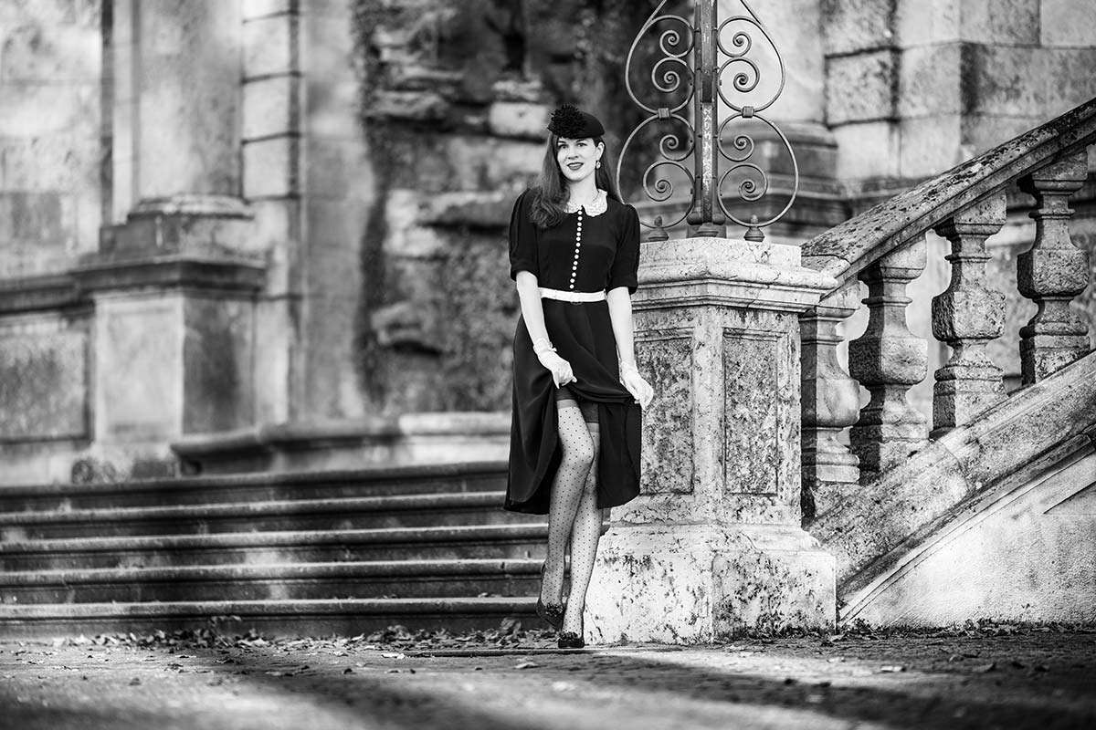 Lovely Retro Outfit: Black and White Look meets Lace Collar