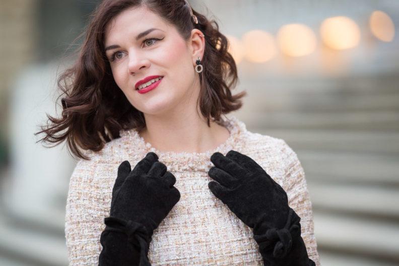 Röcke und Kleider im Winter tragen: RetroCat mit langen Handschuhen im Winter