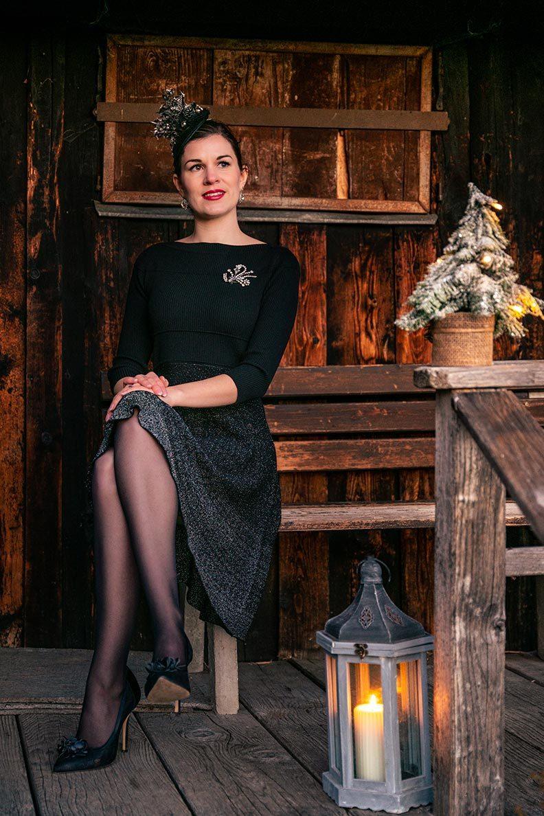 Vintage-Bloggerin RetroCat im festlichen Strickkleid von ORSAY