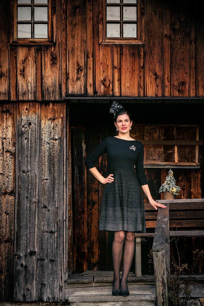 RetroCat im festlichen Kleid von ORSAY - perfekt für Weihnachten