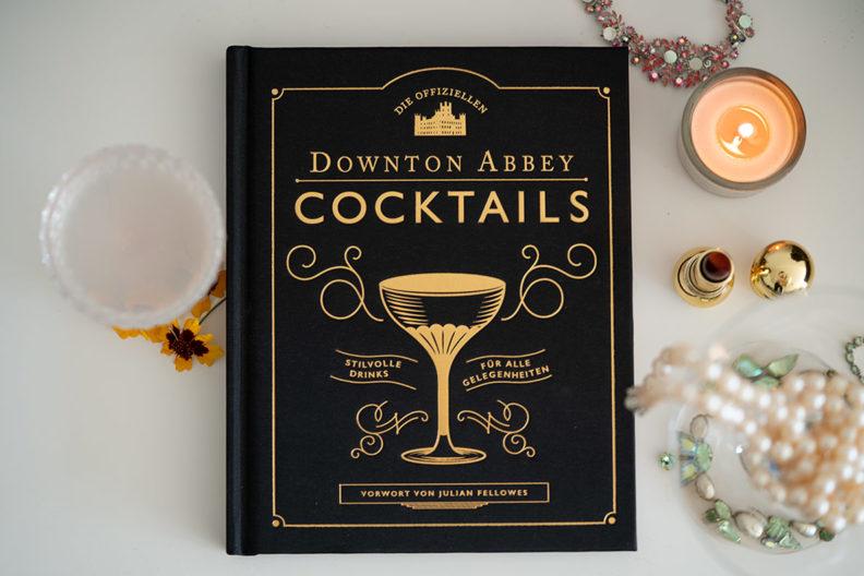 Ideen für den Silvester-Cocktail gibt's im Downton Abbey Cocktail-Buch