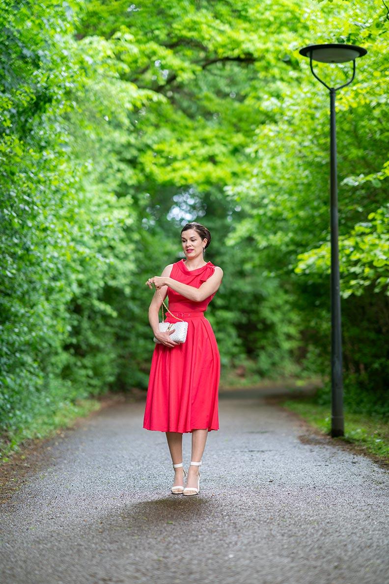 RetroCat in einem farbenfrohen Kleid im Mai 2020