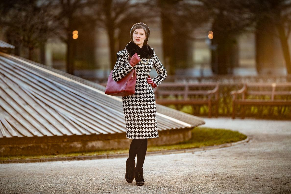 Elegant winter outfits: RetroCat wearing a warm dress by Von 50'