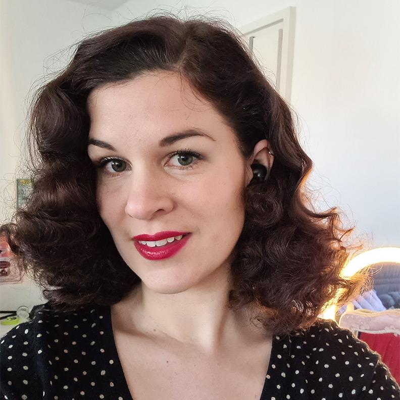 Curls over night: RetroCat with vintage inspired curls