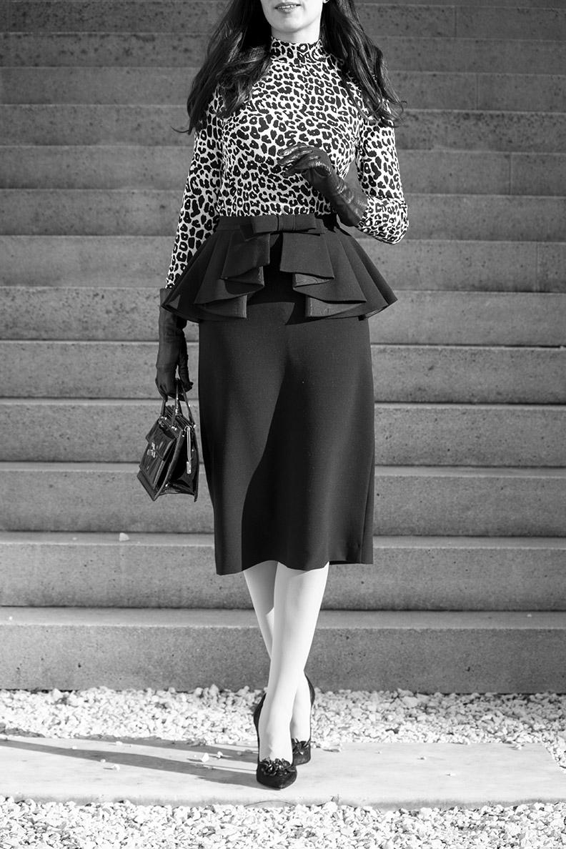 RetroCat trägt einen Schößchen-Rock von Ginger Jackie