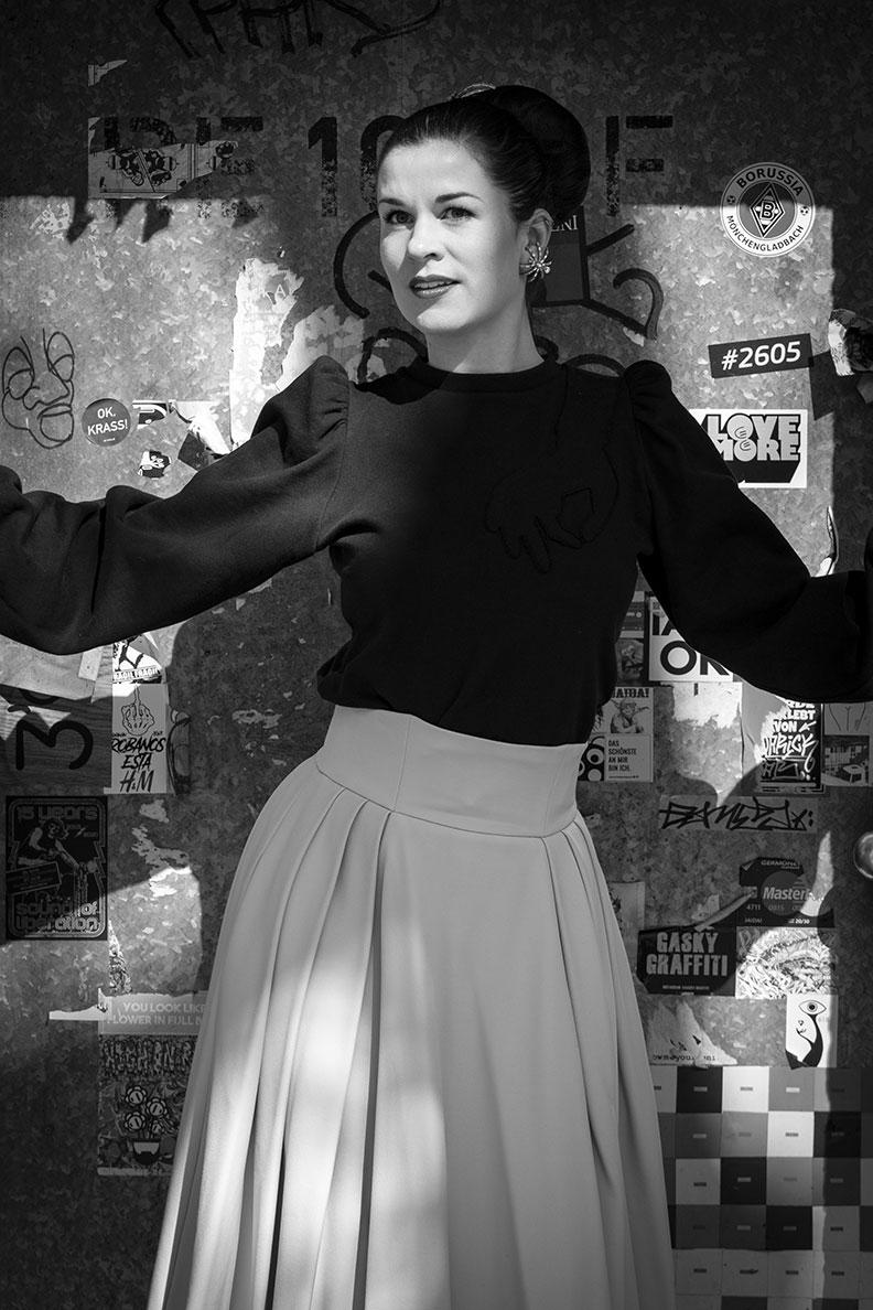 RetroCat wearing a sweater with long puffy sleeves by Lena Hoschek