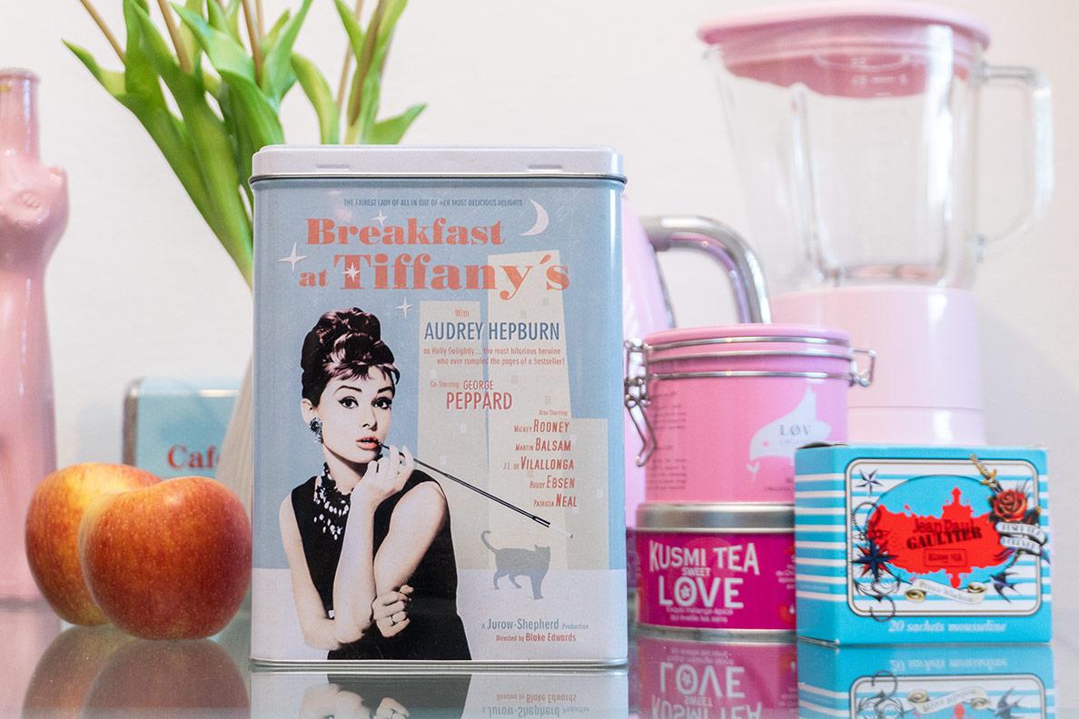 Retro-Küchenutensilien: Eine Breakfast at Tiffany's Keksdose von RetroCat