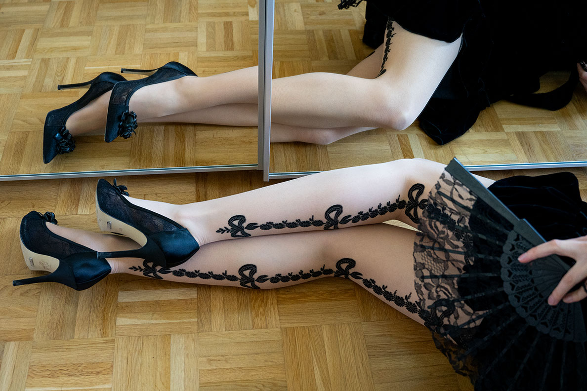 RetroCat wearing the seductive Cosette tights by Trasparenze