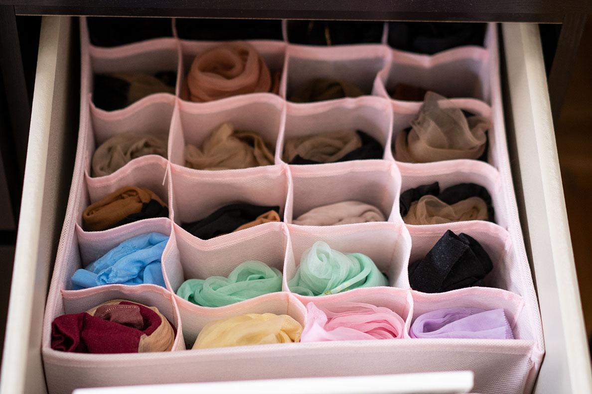Nylons und Strumpfhosen aufbewahren: RetroCats Schublade mit Nahtnylons