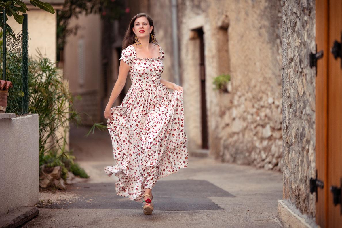 RetroCat wearing a maxi dress with flower pattern for summer by Lena Hoschek