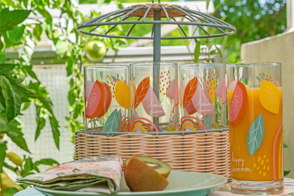 Sommerliches Geschirr für Küche & Balkon: Gläser, Servietten, Teller & Co.