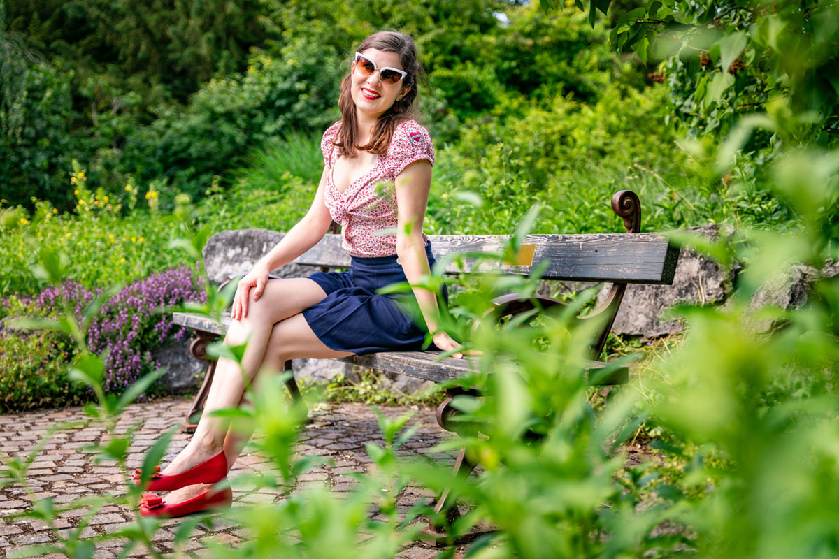 Perfekt für Fahrradtouren: Retro-Shorts und Bluse