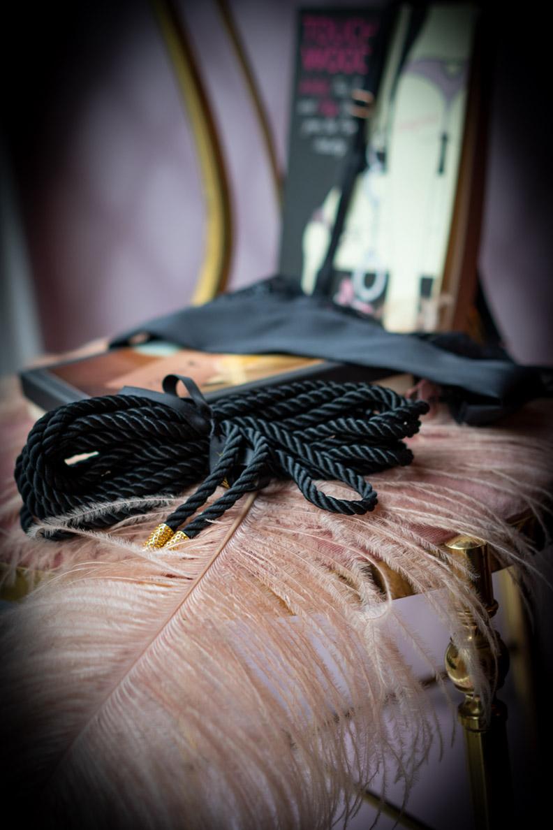 RetroCat zu Besuch bei Chouchou Voyeur in München: Lingerie und Bondageseil