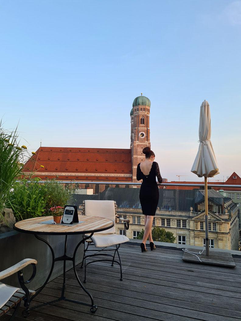 RetroCat wearing a little black dress at the rooftop terrace of the Bayerischer Hof in Munich